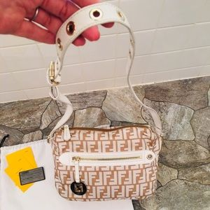 Fendi Pelle Bianca Shoulder Bag (White/Gold)
